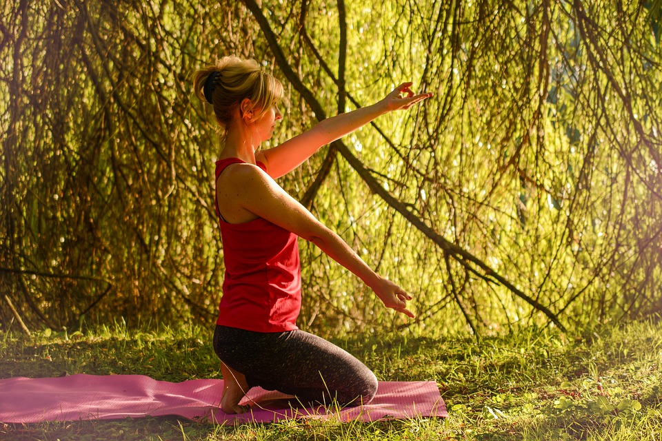 yoga-2662239_960_720